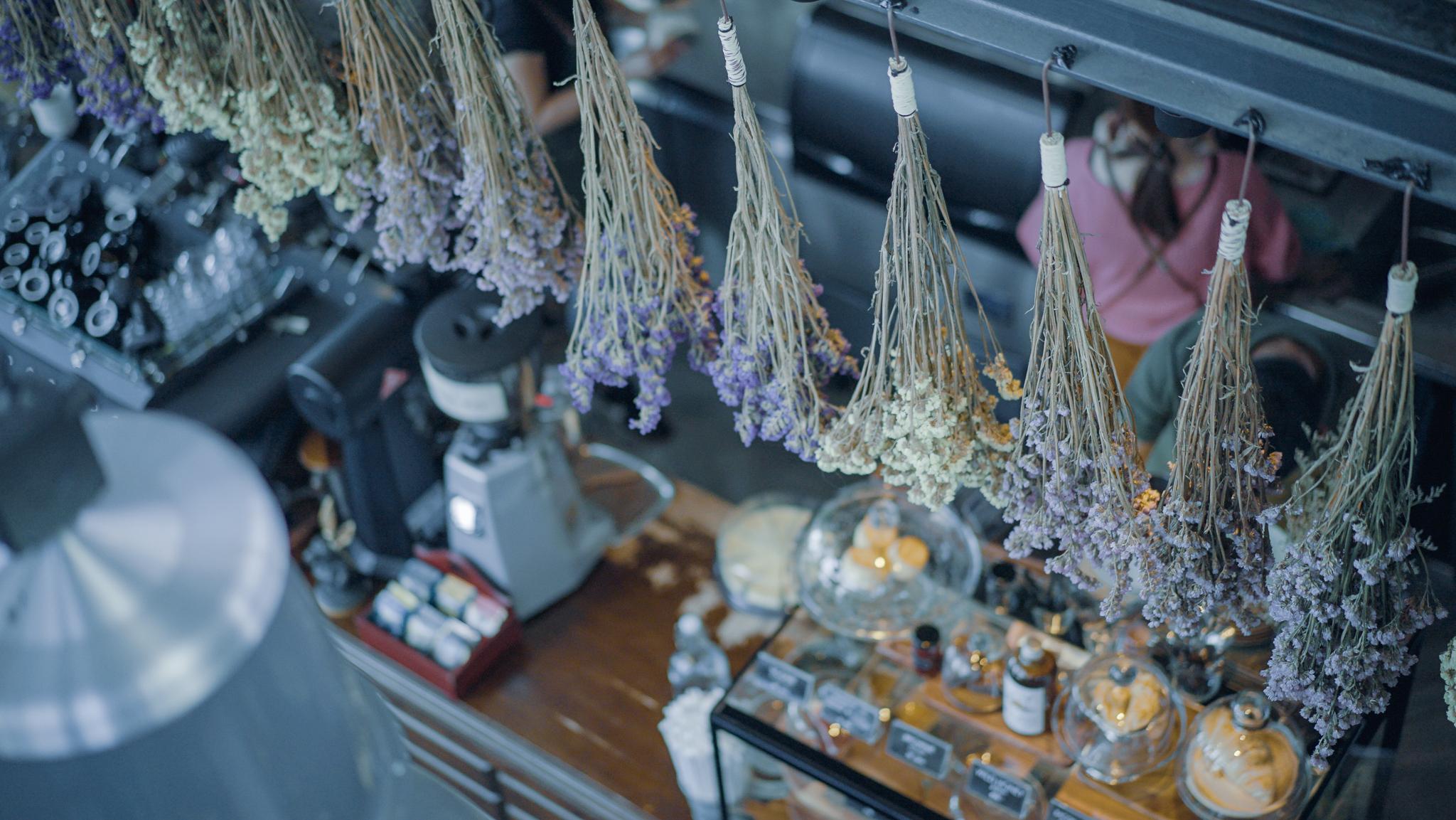 バンコク・ラップラオのカフェ「ARTISAN」のインテリア