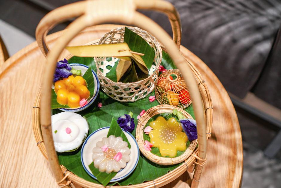 "Traditional Thai Dessert Cafe ""Cher Cheeva Cafe"" @Centralworld, Bangkok"