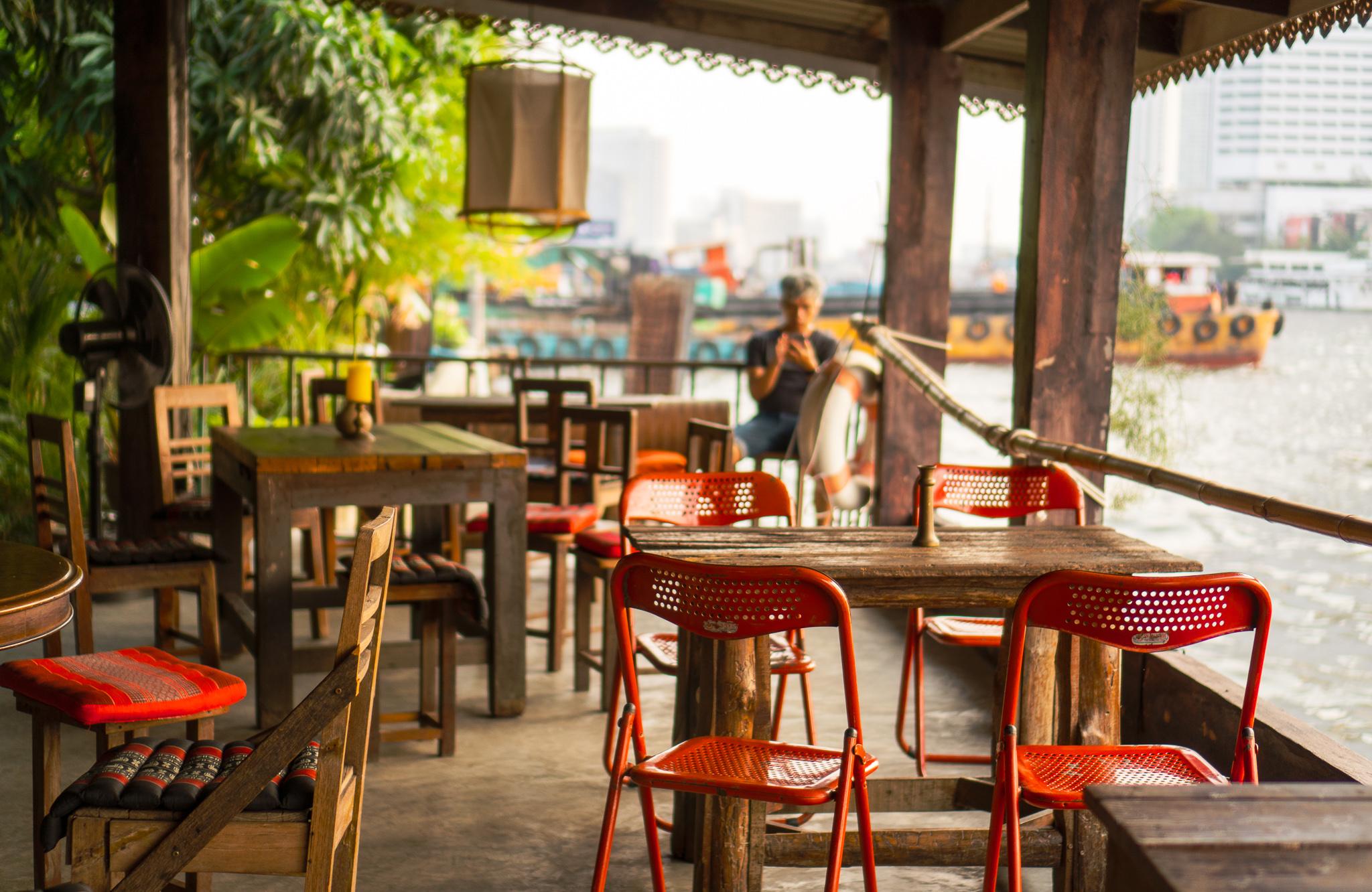 夕日が最高!バンコクの穴場カフェ「Baan Rim Naam」@タラートノイ